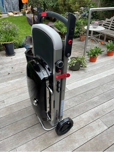 Front view of the assembled Weber Traveler
